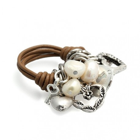 Charms Ring Beige | Leather ring with metal charms hanging by MAR BCN
