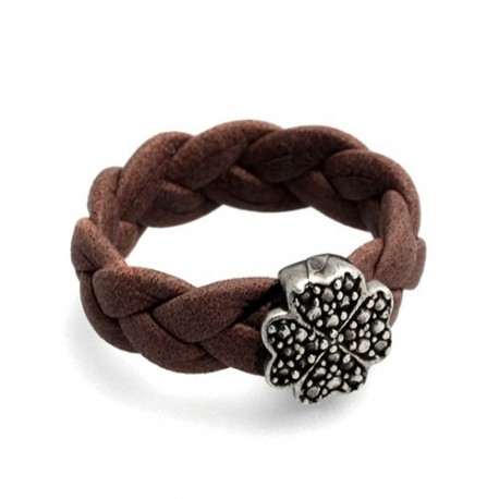 Brown Kansas | Braided leather ring with metal clover by MAR BCN
