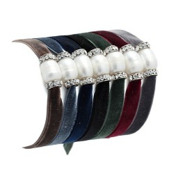 Winter Malta | Adjustable velvet bracelet with pearl and swarovskis by MAR BCN